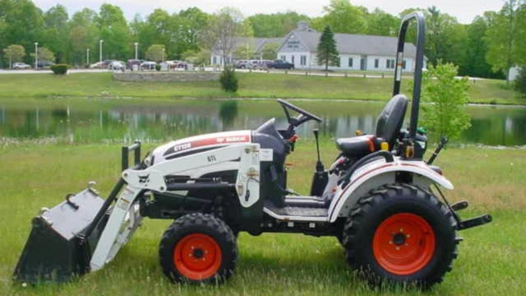 Фото: компактный трактор Bobcat